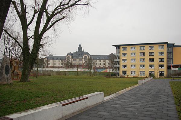 KFV-Gedenkstein und Altersheim