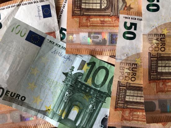 Fieberwahn: Money Makes The World Go Round